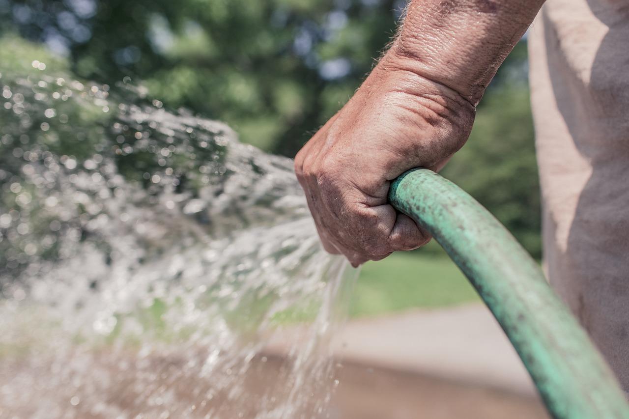 jak oszczędzać wodę, jak zmniejszyć rachunki za wodę