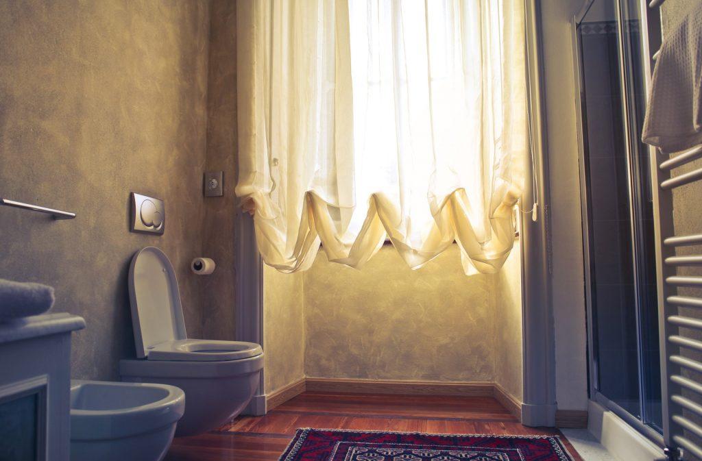Czego-nie-wrzucac-do-toalety