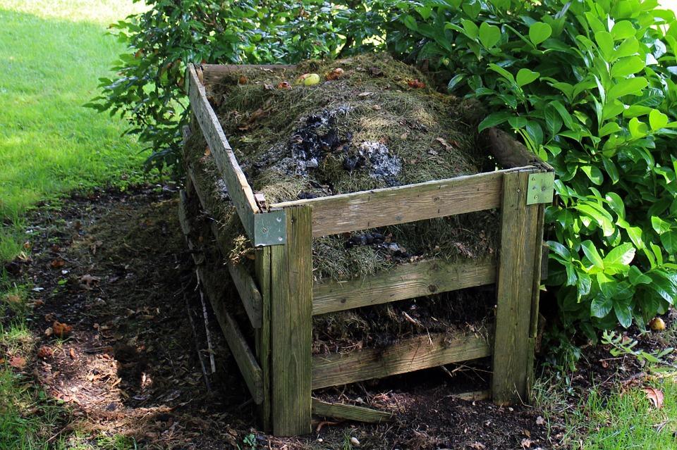 jesienne-nawozenie-kompostem-Bactotech